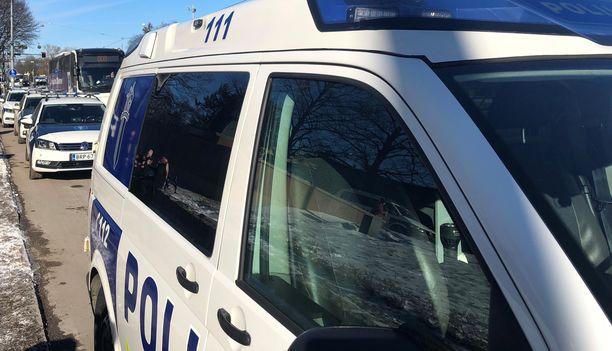 Poliisin mukaan kevätaurinko ja teiden sulaminen saavat aikaa joka vuosi samanlaisen kaahausilmiön.