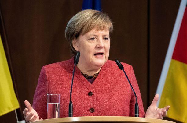 Angela Merkelin kone joutui tekemään hätälaskun.