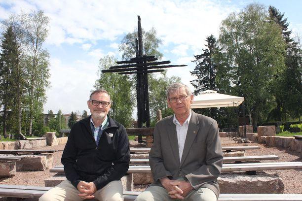 Leo Mehtälä ja Heimo Mattila toivovat maltillista keskustelua kilpailutöistä.