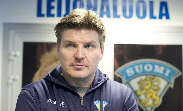 Ari Sulander toimi muutamia vuosia sitten muun muassa Suomen U20-maajoukkueen maalivahtivalmentajana. Nykyisin mies työskentelee myyntityössä jääkiekon ulkopuolella.