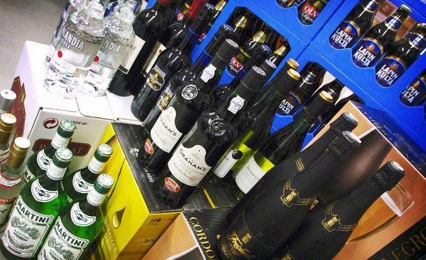 Pohjois- ja Itä-Suomessa juodaan muita maakuntia enemmän kirkkaita. Mitä etelämmäksi tullaan, sitä enemmän kulutetaan viiniä.