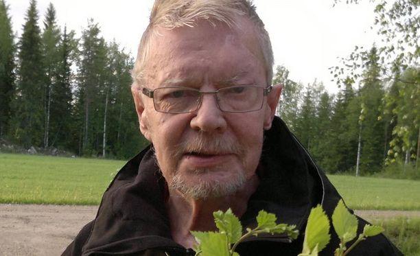 Poliisi pyytää ilmoittamaan Seppo Kärkkäiseen liittyvistä havainnoista hätänumeroon tai Pohjois-Karjalan poliisipäivystykseen.