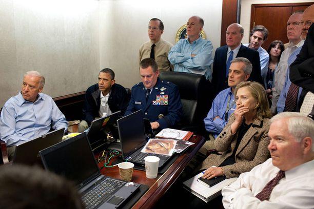 Presidentti Barack Obama, varapresidentti Joe Biden ja ulkoministeri Hillary Clinton seurasivat Navy Seals -erikoisjoukkojen operaatiota suorana lähetyksenä.