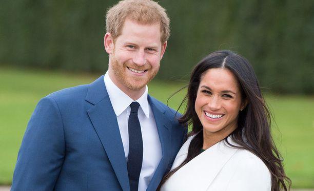 Prinssi Harry ja Meghan Markle saavat toisensa toukokuussa 2018. Kaksikon kihlausta edelsi vuoden seurustelu. Meghan Markle tunnetaan esimerkiksi Suits -televisiosarjasta.