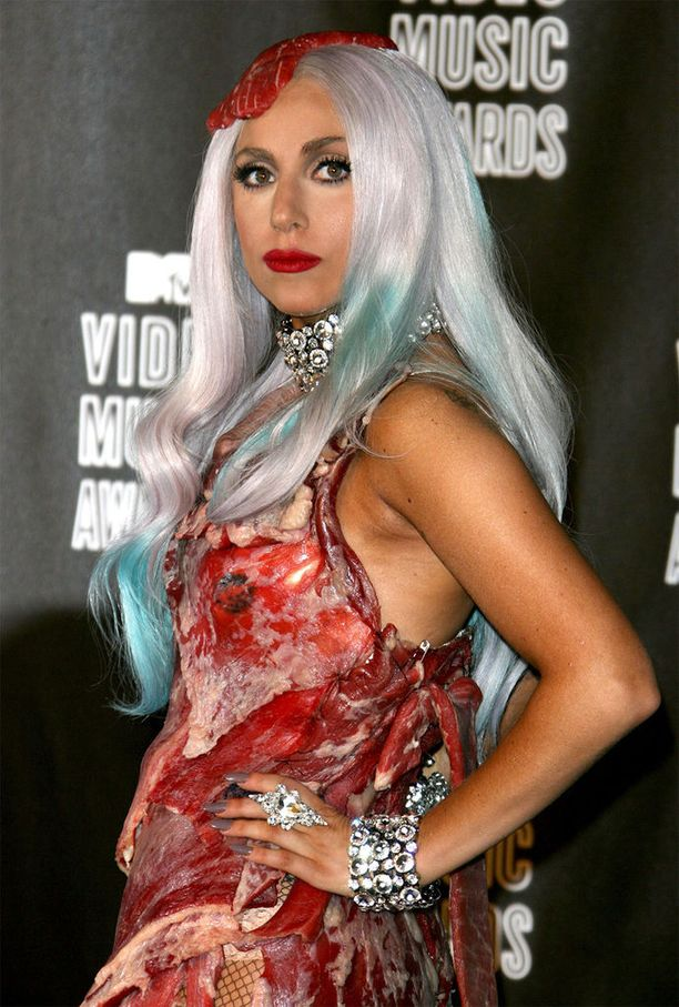 Lady Gaga MTV Video Music Awards -gaalassa vuonna 2010. Vieläkö muistat tämän mekon?