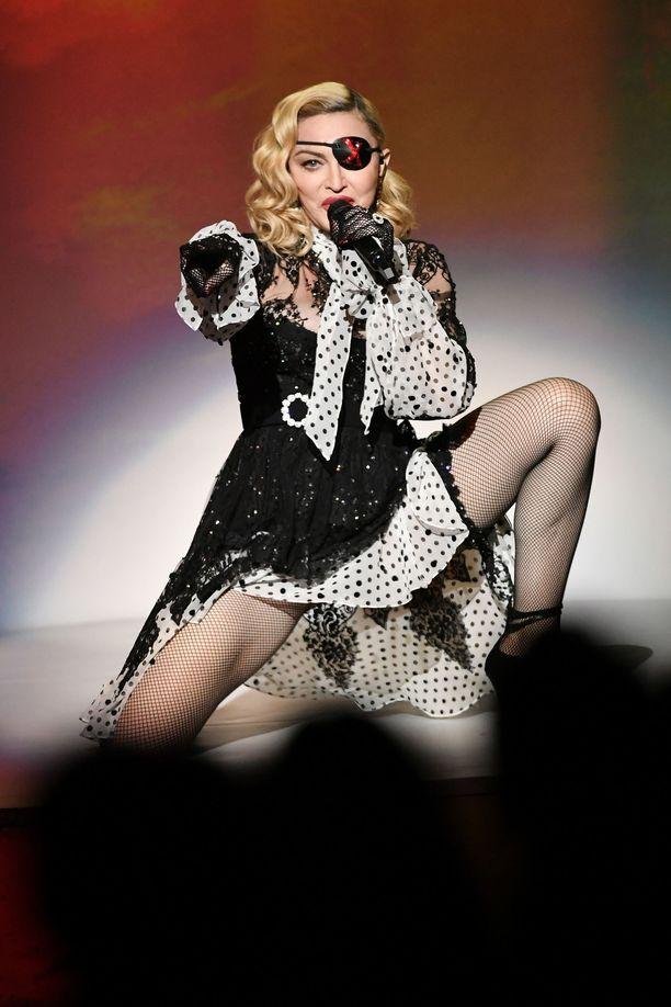 Madonna on viime aikoina perunut keikkojaan kovien kipujensa takia.