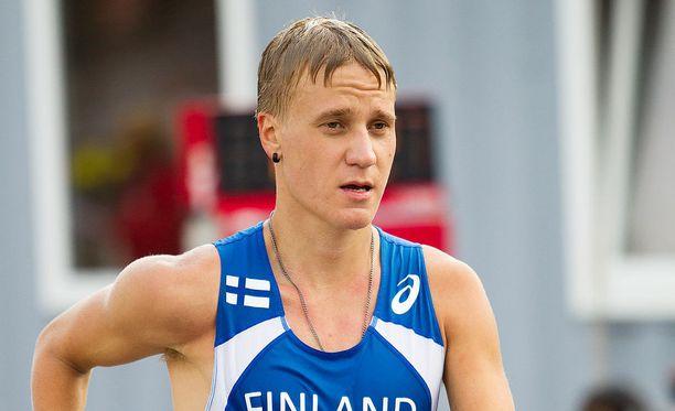Aleksi Ojala paransi ennätystään roimasti.