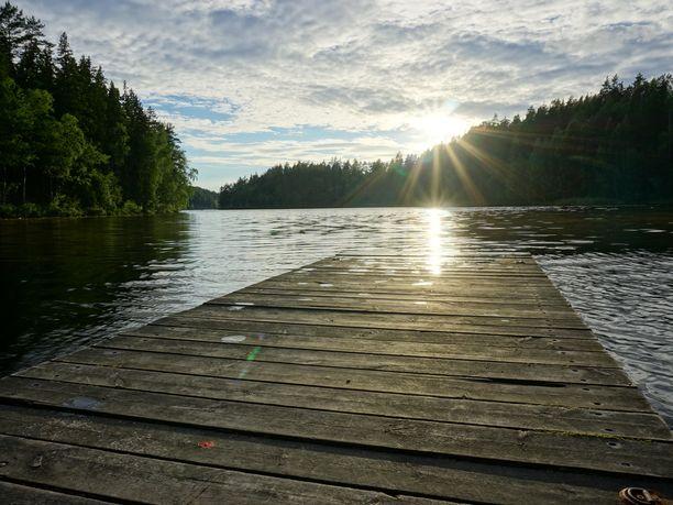 Pian paistaa aurinko! Erityisesti Kaakkois-Suomessa hätyytellään sunnuntaina 20 astetta. Kuva Kouvolan Repovedeltä.