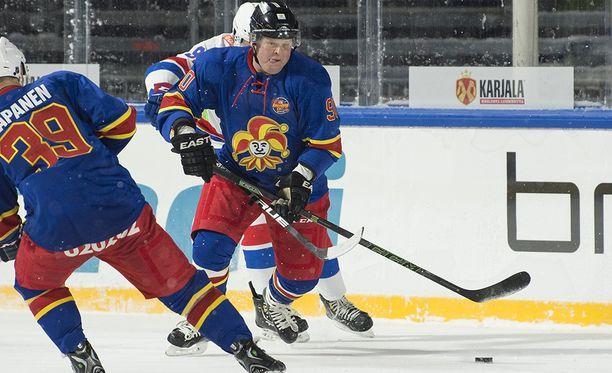 Marko Jantunen sai vetää narrinutun ylleen. Vuoden 2006 potkut on unohdettu.