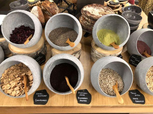 Kultá Kitchen & Barin aamiaiselta löytyy muun muassa kuusenkerkkää ja mustikkajauhetta.