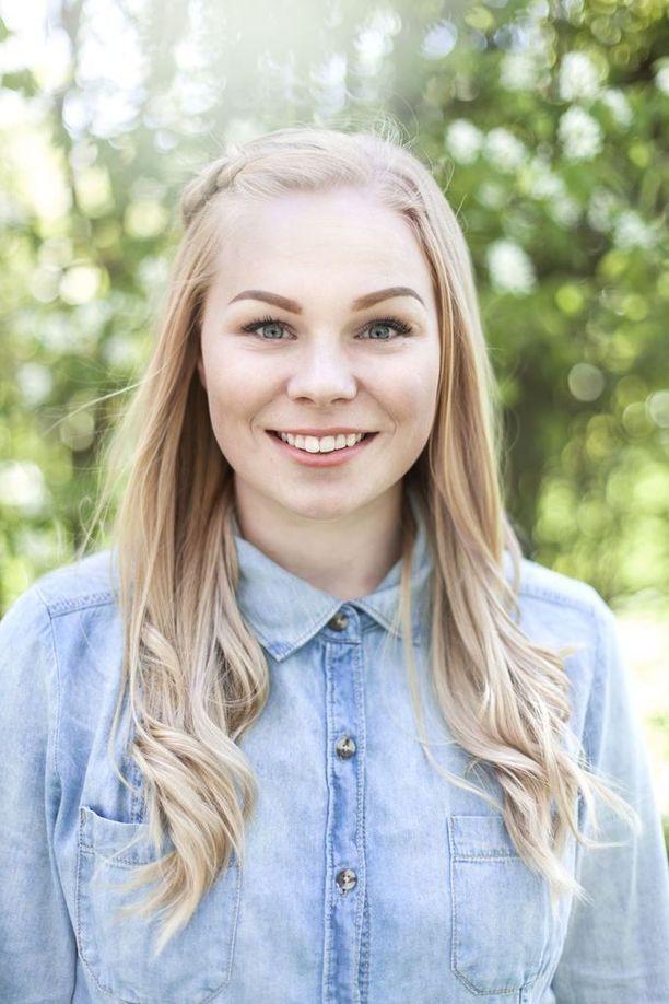 Iina Karinen opiskelee Helsingissä klinikkaeläinhoitajaksi. Seksuaali ja sukupuolivähemmistöjen kohtelu terveydenhuollon piirissä on lähellä hänen sydäntään.