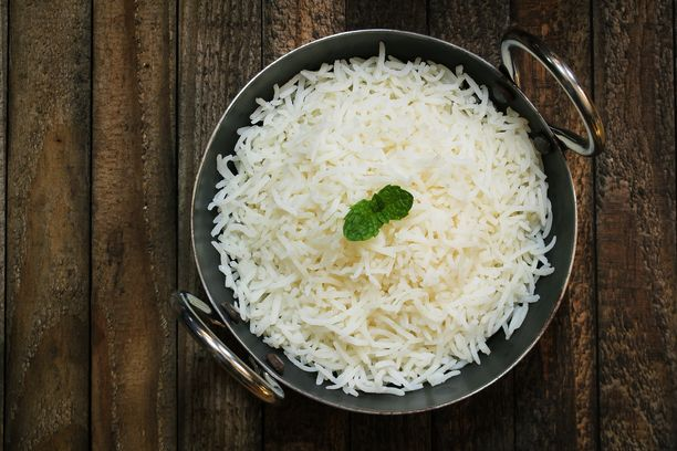 Basmatiriisin voi keittää ilman veden ja riisin mittailua.