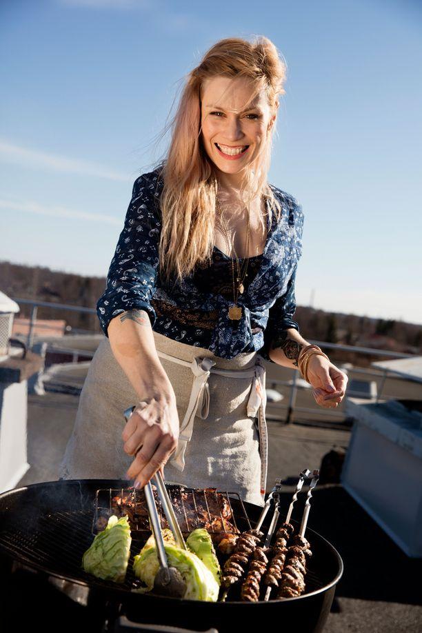 Meri-Tuuli Lindström on juontanut muun muassa Huvila ja huussi -ohjelmaa.