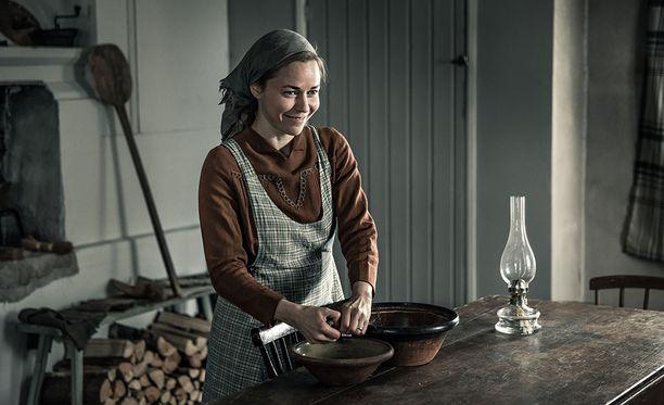 Paula Vesala esittää Tuntemattomassa sotilaassa Rokan vaimoa, Lyytiä.