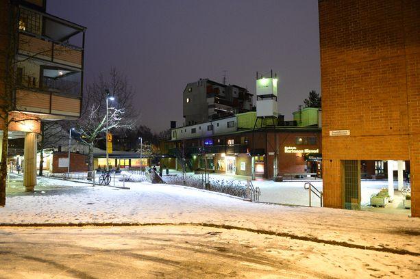 AMPUMAPAIKKA Kaksi romaniseuruetta ammuskeli toisiaan joulukuussa Malminkartanon aukiolla.