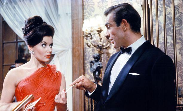Eunice Gayson näytteli Sean Conneryn rinnalla.