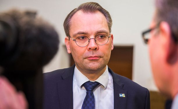 Puolustusministeri Jussi Niinistö (ps).