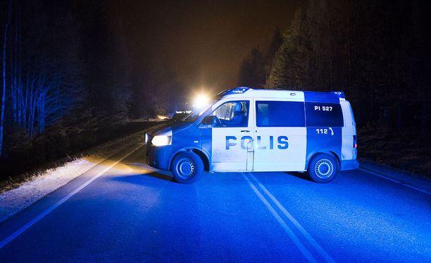 Poliisi otti epäillyt kiinni tapahtumapaikan lähettyviltä. Kuvituskuva.