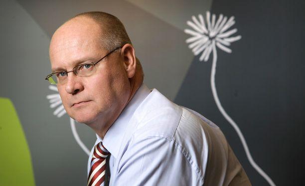 Sähköverkkoyhtiö Carunan uudeksi toimitusjohtajaksi tulee ensi keväänä turveyhtiö Vapon toimitusjohtaja Tomi Yli-Kyyny.