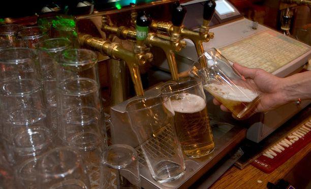 Keskusta on luopumassa ryhmäkurista alkoholilaista äänestettäessä.