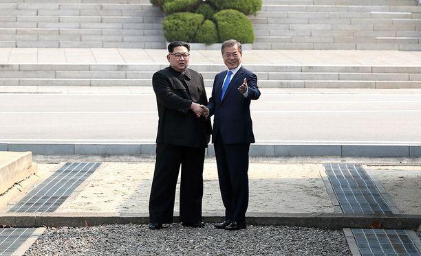 Etelä-Korean presidentin Moon Jae-inin mukaan Pohjois-Korean johtaja Kim Jong-un lupasi kutsua Etelä-Korean ja Yhdysvaltain asiantuntijat seuraamaan maansa ydinkoealueen sulkemista.