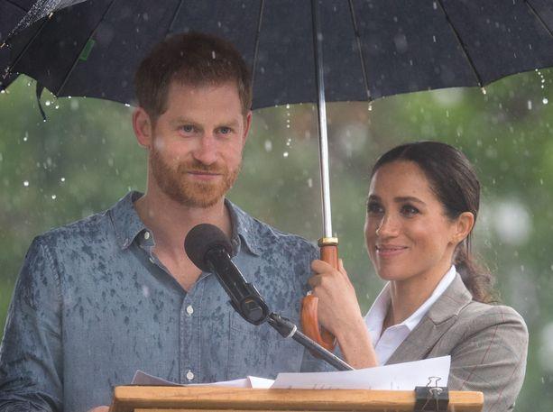 Prinssi Harry muistutti puheessaan, että sade on lahja kuivalle maalle.