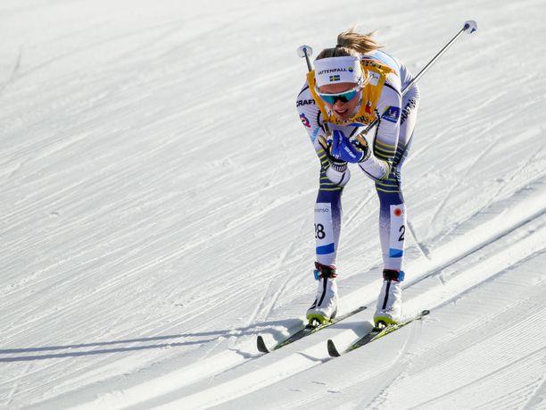 Frida Karlsson jysäytti melkoisen kanuunahiihdon naisten kympillä.