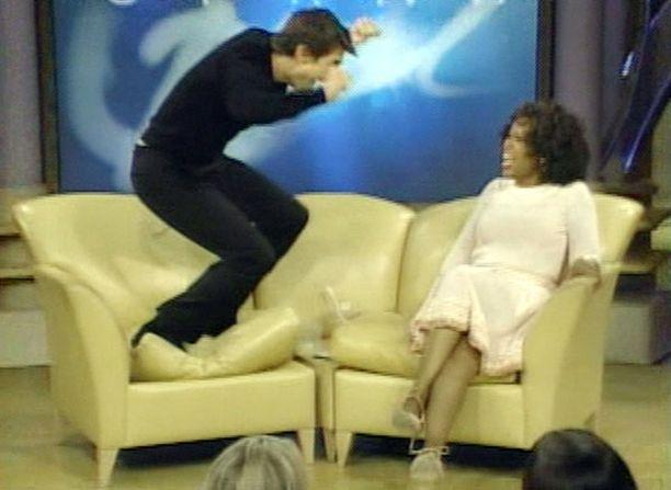 Tom Cruisen legendaarinen haastattelu äityi maaniseksi sohvalla pomppimiseksi. Syynä oli mikäs muu kuin pakahduttava rakkaus.