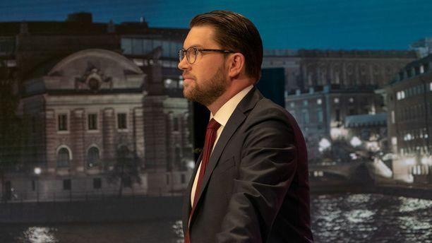 Ruotsindemokraattien Jimmie Åkesson SVT:n studiolla ennen viimeistä vaaliväittelyä.