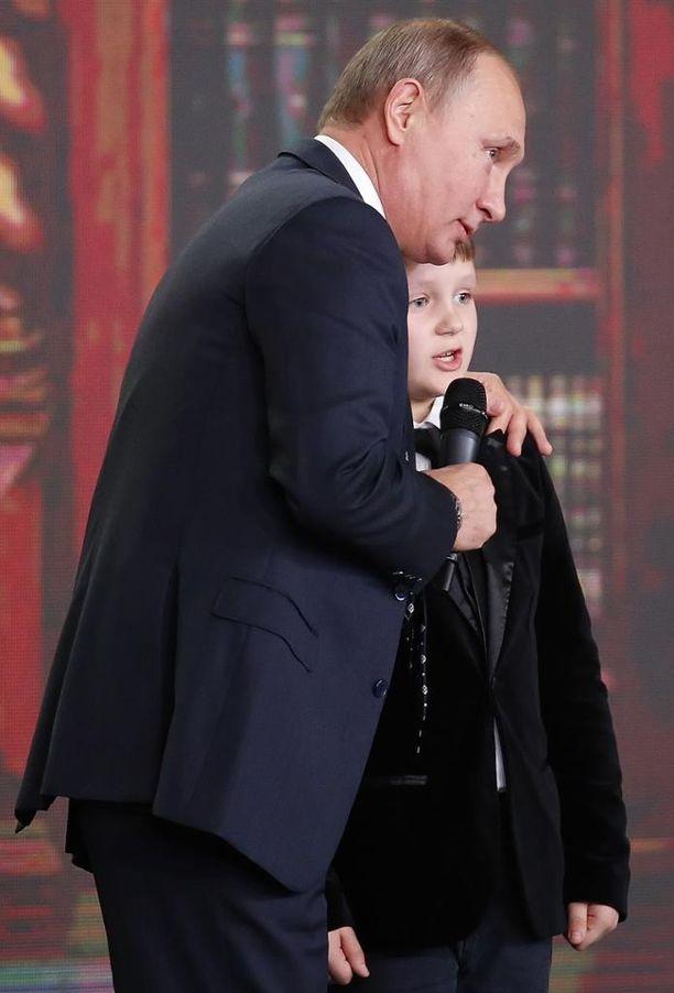 Putin hupaili maantieteen hyvin tuntevan 9-vuotiaan kanssa torstaina.