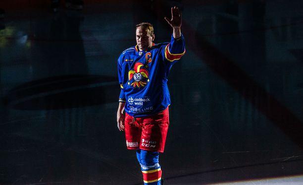 Tomi Mäki nousi Slovan-ottelussa kautta aikain eniten otteluita Jokerien paidassa pelanneeksi pelaajaksi.