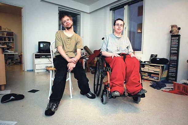 KOTIA ETSIMÄSSÄ Heidi Tuurala ja Panu Kamunen saavat nyt välttämätöntä kotiapua, mutta sopiva asunto on edelleen löytymättä.