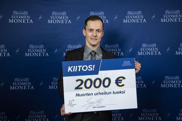 Suomen Moneta keräsi Sami Jauhojärven kanssa 2000 euroa nuorten urheilun tueksi. Sami Jauhojärvi vieraili Suomen Monetan pikkujouluissa joulukuussa.