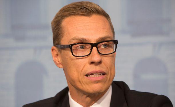 Pääministeri Alexander Stubbin mukaan ilmatilaloukkauksiin on puututtava.