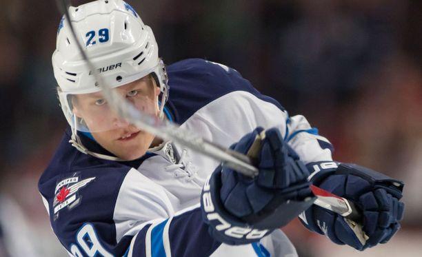Patrik Laine pelaa itseään NHL:n supertähdeksi.