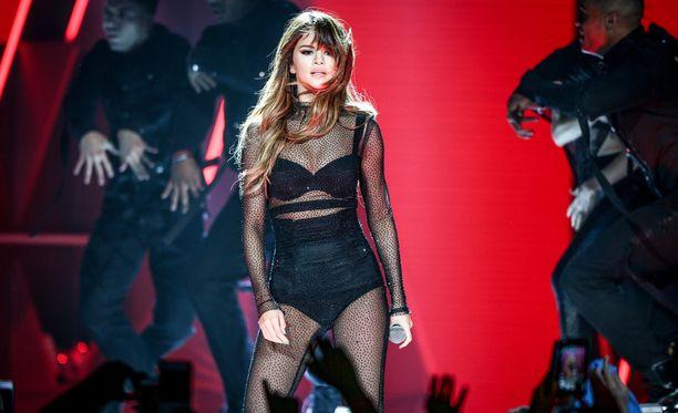 Selena Gomez työskentelee laulajana ja näyttelijänä.