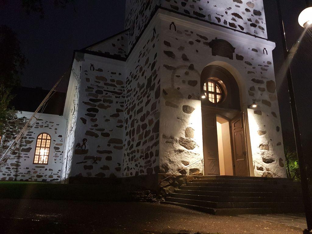 Verinen päivä kääntyi yöksi Kuopiossa: Pastori muistuttaa, että kenenkään ei tarvitse olla yksin –