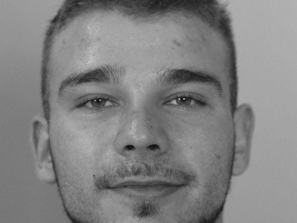 Poliisi pyytää edelleen vihjeitä Ahjolinnan liikkeistä.