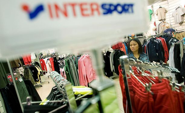 Intersport Finland Oy:lle (Intersport ja Budget Sport), L-Fashion Group Oy:lle (TopSport), Partioaitta Oy:lle, Scandinavian Outdoor Oy:lle, SGN Sportia Oy:lle, Sportia-Lahti Oy:lle ja Stadium Oy:lle.