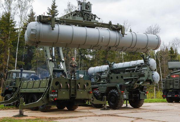 S-400 Triumf (kuvassa) on venäläinen ilmatorjuntaohjus.