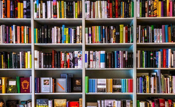 Magareta Magnusson kehottaa lahjoittamaan esimerkiksi kirjoja ystäville.