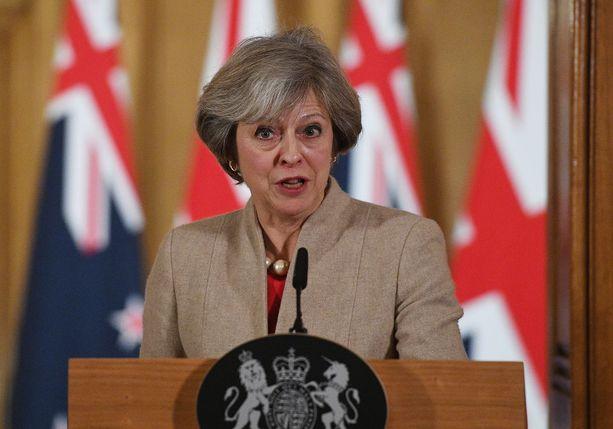 Theresa May aikoo brittilehden mukaan valita tiukan linjan EU-eroneuvotteluissa.