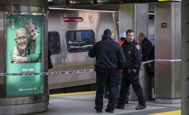 New Yorkin Brooklynissa keskiviikkona raiteilta suistunut juna ajoi turmahetkellä ylinopeutta, kertovat onnettomuustutkijat.