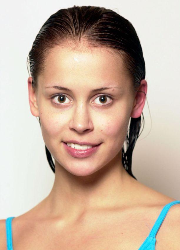 Missifinalisteista otettiin meikittömiä kuvia myös vuonna 2000.