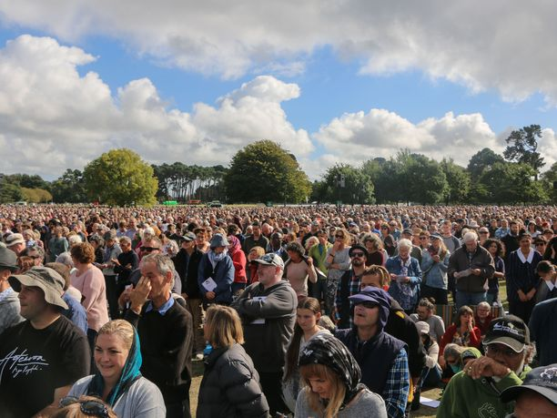 Tuhannet ihmiset osallistuivat Christchurchin terrori-iskun uhrien muistotilaisuuteen maaliskuun lopussa.