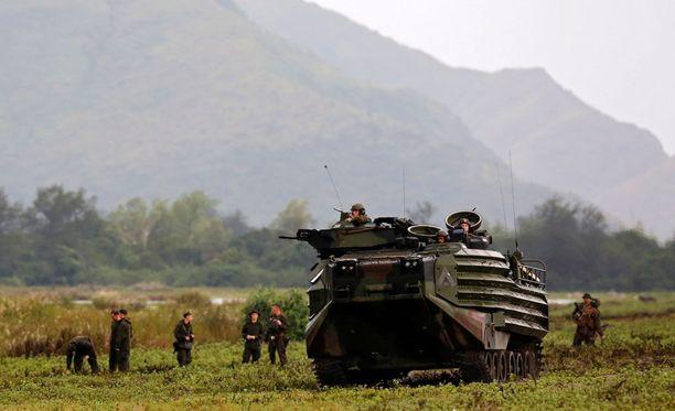 Yhdysvaltain merijalkaväen sotilaat harjoittelemassa Filippiineillä lokakuun alussa.