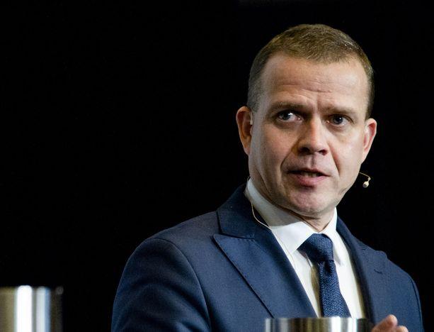 Petteri Orpo kertoo uutuuskirjassa neuvotteluista venäläisten kanssa.