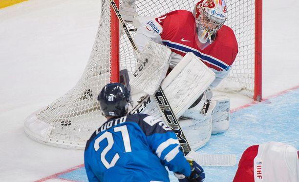 Joona Luoto iski Suomen ainoan maalin Tshekki-ottelussa.