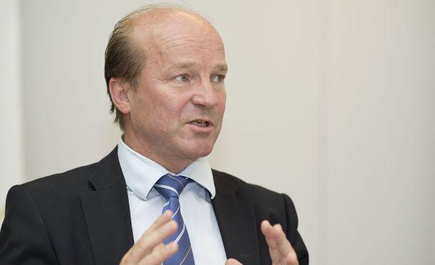 Juristi Markku Lehtola jouduttaa Ilves-Hockey Oy:n pääomistajuuden vaihtoa.