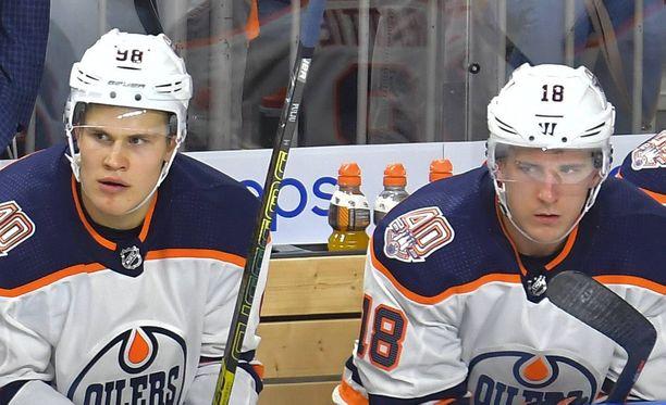 Jesse Puljujärvi ja Ryan Strome pelasivat samassa ketjussa alkukaudella.
